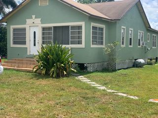 242 NW 3rd Ave, South Bay, FL 33493