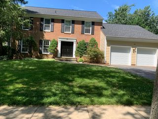 34 Hollyberry Ct, Rockville, MD 20852