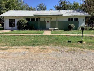 1006 N College St, Brady, TX 76825