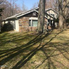 6921 Youngren Rd, Three Oaks, MI 49128