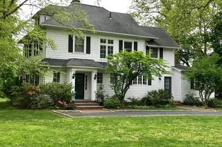 424 Navesink River Rd, Red Bank, NJ 07701