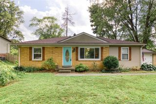 8 Forest Dr, Jeffersonville, IN 47130