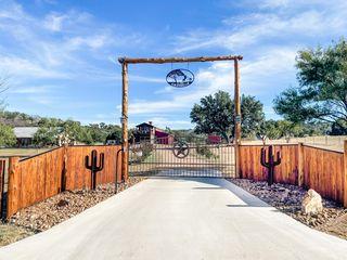 800 Quarter Horse Cir, Kingsland, TX 78639