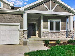 101 Woodland Rd, Spring Hill, KS 66083