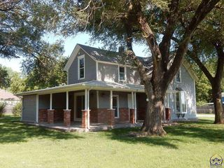 301 Cherry St, Cottonwood Falls, KS 66845