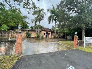 460 NE 154th St, Miami, FL 33162