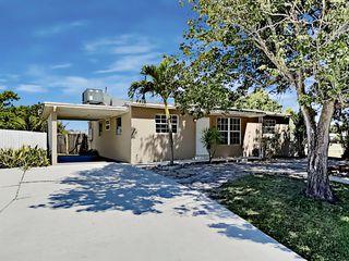 316 Mid Pines Rd, Palm Springs, FL 33461