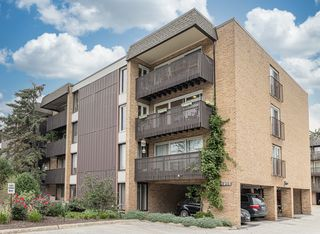 1915 Tanglewood Dr #3D, Glenview, IL 60025