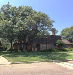 217 Lometa Dr, Plainview, TX 79072