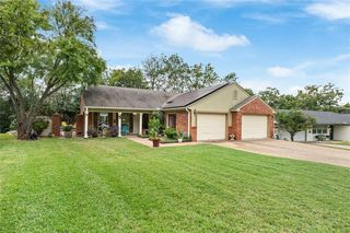 1206 Southwood Dr, Woodway, TX 76712