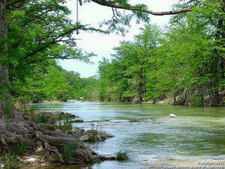106 Canyon Oaks Dr, Concan, TX 78838