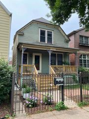 1841 W Wellington Ave, Chicago, IL 60657
