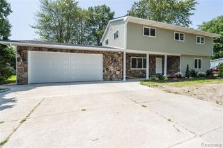 32048 Lakepoint St, Chesterfield, MI 48047