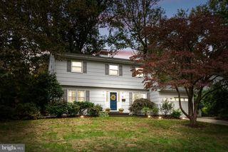 68 Pineknoll Dr, Lawrence Township, NJ 08648