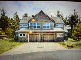 6045 Beachcomber Ln, Pacific City, OR 97135