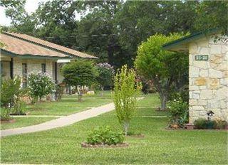 205 Riverview Dr, Lampasas, TX 76550