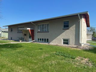 2002 10th Ave N #1, Grand Forks, ND 58203