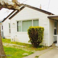 905 N 4th St, Grandview, WA 98930