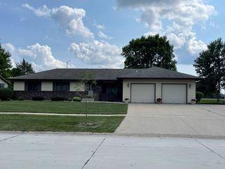 1279 Maplewood Dr, Worthington, MN 56187
