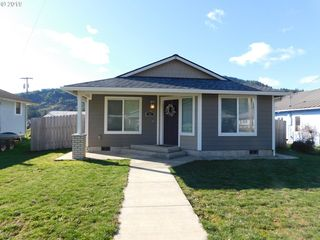 331 4th Ave, Powers, OR 97466