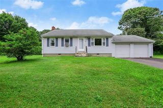 4 Woodmere Dr, Trumbull, CT 06611