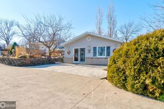 2364 400th Ave, Victor, IA 52347