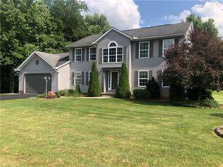 3207 Hidden Brooke Ct, New Castle, PA 16105