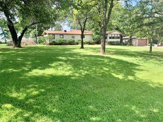 109 Ridgeview Dr, Nocona, TX 76255