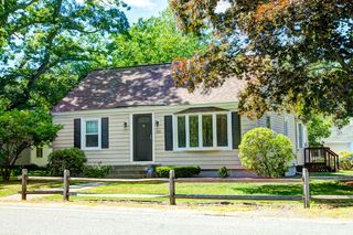 215 Riverneck Rd, Chelmsford, MA 01824