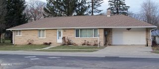 304 W White Oak Rd, Forreston, IL 61030