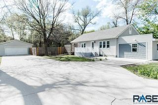 3131 N Jessica Ave, Sioux Falls, SD 57104