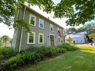 14 Tuttle Rd, Lee, NH 03861