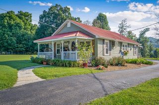 309 County House Rd, Livingston, TN 38570