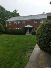 99 N Middletown Rd #F, Pearl River, NY 10965