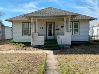 133 W 15th St, Larned, KS 67550