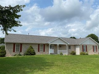 104 Country Ln, New Baden, IL 62265