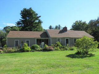 426 Middle Rd, Brentwood, NH 03833