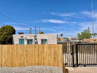 631 McKnight Ave NW, Albuquerque, NM 87102