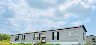 1049 County Road 773, Devine, TX 78016