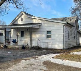 18 Center St, Hume, IL 61932