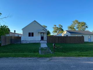 212 W Arendt Ave, Elm Creek, NE 68836