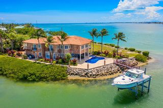 390 13th St, Key Colony Beach, FL 33051