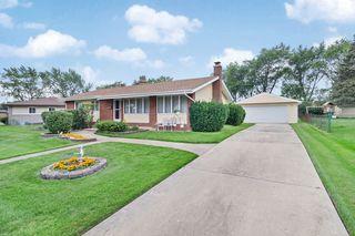 360 Pleasant St, Hoffman Estates, IL 60169
