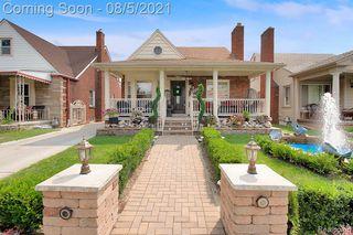 6810 Pinehurst St, Dearborn, MI 48126