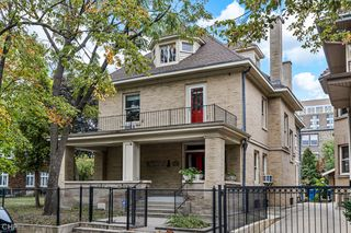 937 W Castlewood Ter, Chicago, IL 60640
