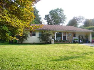 697 High St, Coshocton, OH 43812