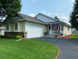 933 Winsome Way NW, Isanti, MN 55040
