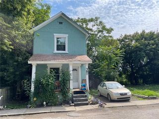 2 Wells Ct, Youngstown, OH 44502
