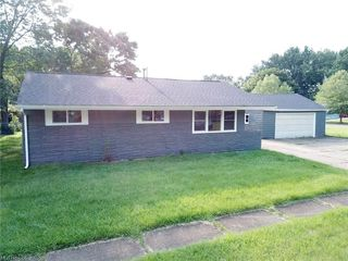 902 Warrington Rd, Akron, OH 44320