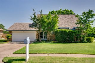 500 Claymore Dr, Euless, TX 76040